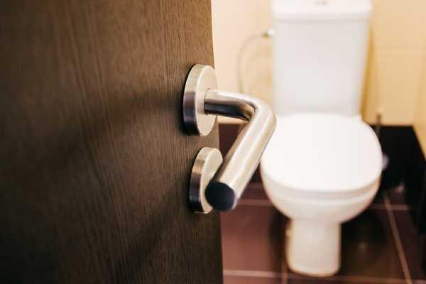 chto-nelzya-smyvat-v-tualet-chto-nelzya-vybrasyvat-v-unitaz